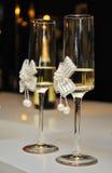 Verfraaide huwelijksglazen met champagne Royalty-vrije Stock Foto