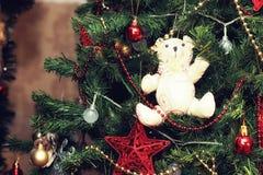 Verfraaide kerstboom speelgoed nieuw jaar royalty-vrije stock afbeelding