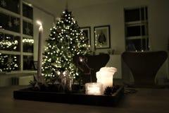 Verfraaide Kerstboom thuis stock afbeeldingen
