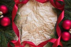 Verfraaide Kerstboomtakken rond Document Royalty-vrije Stock Fotografie