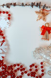 Verfraaide Kerstmis op witte achtergrond Royalty-vrije Stock Afbeeldingen