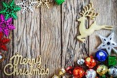 Verfraaide Kerstmisgrens op hout Royalty-vrije Stock Fotografie