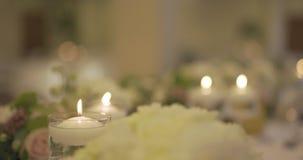 Verfraaide lijst voor huwelijksdiner stock footage