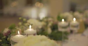 Verfraaide lijst voor huwelijksdiner stock videobeelden