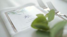 Verfraaide lijst voor luxe, elegant diner stock videobeelden