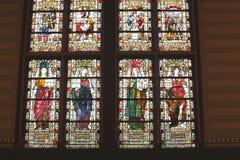 Verfraaide oude gebrandschilderd glasvensters in Rijksmuseum, Amsterdam, Nederland Royalty-vrije Stock Afbeelding