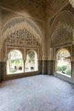 Verfraaide ruimte binnen Nasrid-Paleis in het complex van Alhamb royalty-vrije stock afbeelding