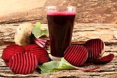 Verfrissend detox sap smoothie met organische bieten Royalty-vrije Stock Foto