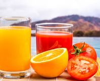Verfrissende Juice Indicates Healthy Eating And-Sappen stock foto