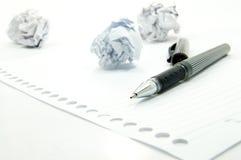 Verfrommeld document en zwarte pen Royalty-vrije Stock Afbeeldingen