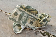 Verfrommeld servet in vorm van Amerikaanse dollar Stock Foto