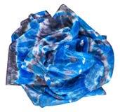 Verfrommelde zijdesjaal met abstract blauw patroon Stock Afbeelding