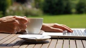 Verg een tijd voor koffie Stock Foto's