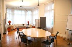 Vergadering en woonkamer Stock Afbeeldingen