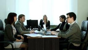 Vergadering in het bureau stock video