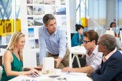 Vergadering in het Bureau van Architecten Royalty-vrije Stock Afbeeldingen