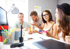Vergadering van medewerkers en plannings volgende stappen van het werk Royalty-vrije Stock Fotografie