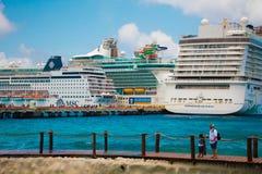Vergadering van schepen op de Caraïbische kust royalty-vrije stock foto