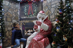 Vergadering van St_ Nicholas met children_5 Stock Foto's