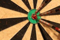 Vergaderingsdoelstellingen - pijlen in centrumdoel Stock Foto's