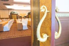 Vergaderzaal met half open deur Stock Foto