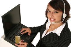 Vergeben eines Auftrags auf ihren Computer Lizenzfreie Stockfotografie