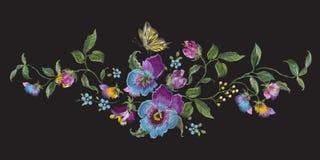 Vergeet het bloemenpatroon van het borduurwerklandschap met pansies en me n Stock Foto's