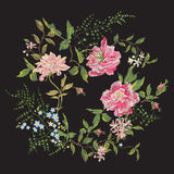 Vergeet het borduurwerk mooie bloemenpatroon met rozen, pioen en Royalty-vrije Stock Foto