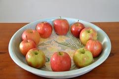 Vergelijkend appelen bij appelen werpt een fruit hoogtepunt van appelen Stock Fotografie