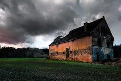 vergessenes Landhaus lizenzfreies stockbild