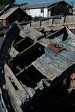 Vergessenes Schiff im Hafen lizenzfreie stockfotos