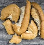Vergeudetes Brot, Brote werfend und vergeblich kaufen zu viel Brot, alte Brote, Lizenzfreie Stockfotografie
