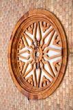 vergiate en venster van de mozaïek het zonnige dag royalty-vrije stock fotografie