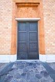 Vergiate Italien kyrka varese den gamla dörren Arkivbilder