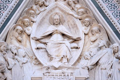 Vergine Maria ha messo, circondato dagli angeli, portale di Florence Cathedral Immagine Stock Libera da Diritti