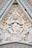 Vergine Maria ha messo, circondato dagli angeli, portale di Florence Cathedral Fotografie Stock