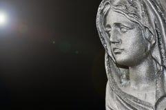 Vergine Santa Mary in de stralen van zonlicht op een zwarte achtergrond Concept royalty-vrije stock afbeeldingen