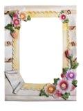 Vergipsen Sie Rahmen für Foto mit den Blumen, die auf einem weißen backgro lokalisiert werden Stockbild