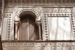 Vergittern Sie Fenster vom königlichen Alcazar von Sevilla Stockfoto