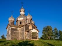 Övergiven gammal ukrainarekyrka Arkivfoto