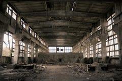 övergiven industriell interior Arkivbild