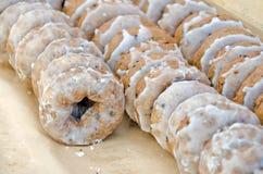 Verglaasd donuts in bakkerij Royalty-vrije Stock Foto's