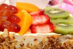 Verglaasde Fruit Bedekte Cake stock afbeelding