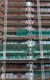 Verglazing van de lagere vloeren van een nieuwe wolkenkrabber in Frankfurt-am-Main, Duitsland Royalty-vrije Stock Foto