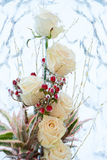 Vergletscherte weiße Rosen stockbilder