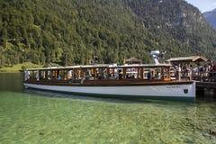 Vergnügungsdampfer auf dem Koenigssee See nah an Berchtesgaden, Ger Lizenzfreie Stockfotos