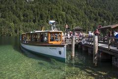 Vergnügungsdampfer auf dem Koenigssee See nah an Berchtesgaden, Ger Stockbild