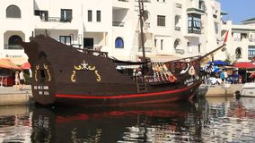 Vergnügungsdampfer in Hafen-EL Kantaoui, Tunesien, Sousse stock video