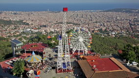 Vergnügungspark bei Tibidabo in Barcelona, Spanien stock video footage