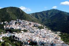 Vergoelijkt dorp, Ojen, Andalusia, Spanje. stock foto